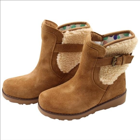 116fb6df806 Ugg Kids buckle sheepskin boots chestnut & cream